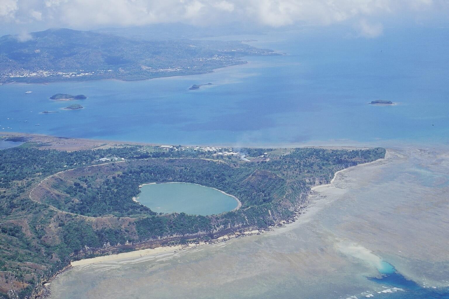 cratère sur plage vue de haut
